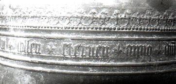 Detailansicht der ehemalige Uhrglocke - Glocke IV